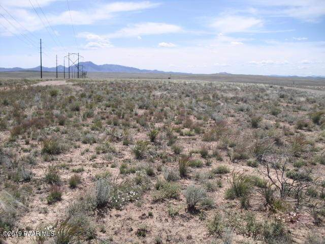 0 E Falcons Nest Way Lot D4, Prescott Valley, AZ 86315 (#1024686) :: HYLAND/SCHNEIDER TEAM