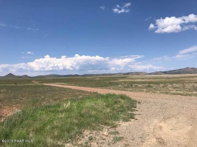7700 E Wildhorse Way, Prescott Valley, AZ 86315 (#1036388) :: Shelly Watne