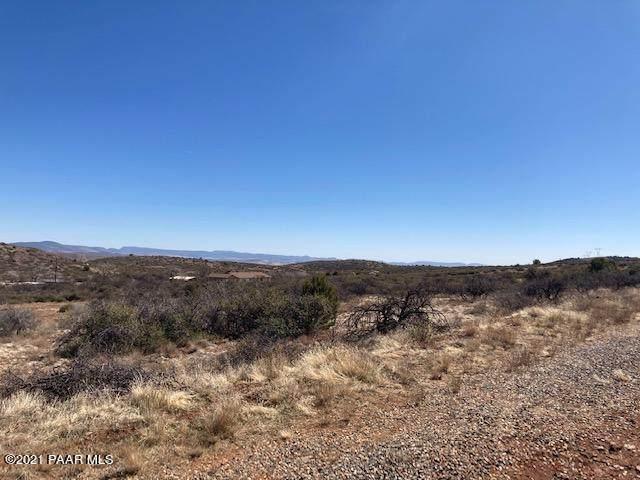17301 E Cardinal Lane, Dewey-Humboldt, AZ 86327 (#1036405) :: Shelly Watne