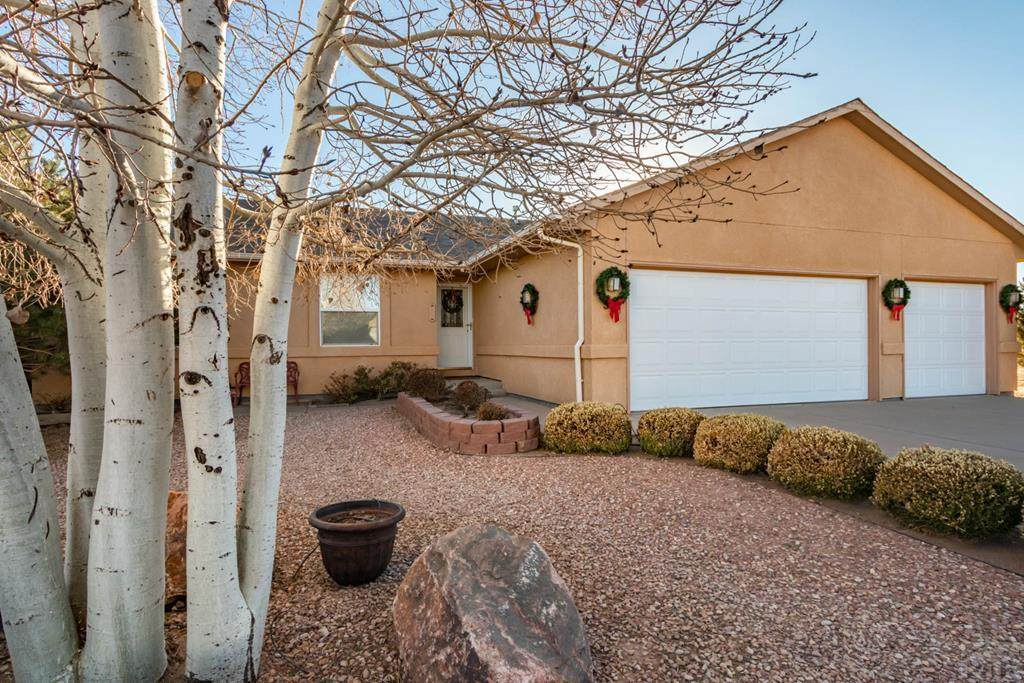 910 Moccasin Dr - Photo 1