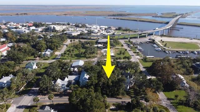 11 7TH ST, APALACHICOLA, FL 32320 (MLS #306186) :: Berkshire Hathaway HomeServices Beach Properties of Florida