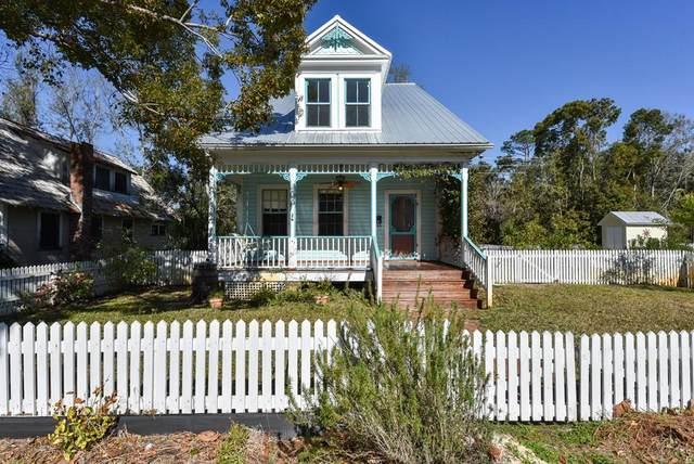 91 17TH ST, APALACHICOLA, FL 32320 (MLS #306293) :: Berkshire Hathaway HomeServices Beach Properties of Florida