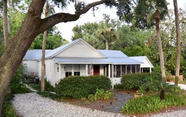 110 17TH ST, APALACHICOLA, FL 32320 (MLS #302040) :: Berkshire Hathaway HomeServices Beach Properties of Florida