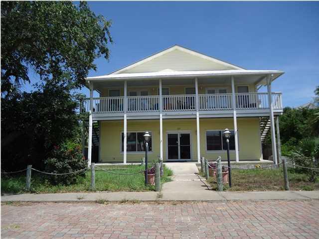 137 East Pine Ave, ST. GEORGE ISLAND, FL 32328 (MLS #300134) :: Coastal Realty Group
