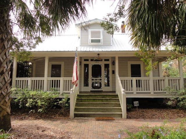 170 Fifth St, APALACHICOLA, FL 32320 (MLS #300528) :: Berkshire Hathaway HomeServices Beach Properties of Florida