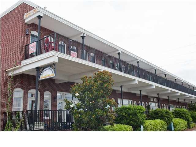 230 Water St, APALACHICOLA, FL 32320 (MLS #300550) :: Berkshire Hathaway HomeServices Beach Properties of Florida