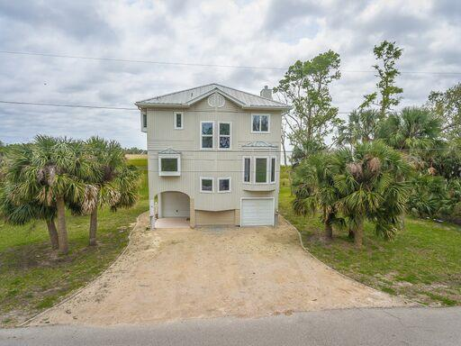 98 Bay Ave, APALACHICOLA, FL 32320 (MLS #301341) :: Coastal Realty Group