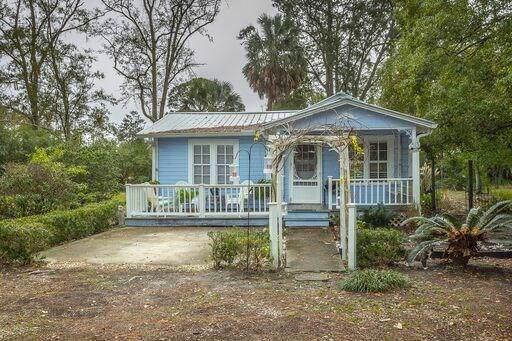 224 Center St, APALACHICOLA, FL 32320 (MLS #303673) :: Coastal Realty Group