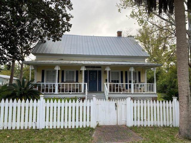 68 9TH ST, APALACHICOLA, FL 32320 (MLS #307539) :: The Naumann Group Real Estate, Coastal Office