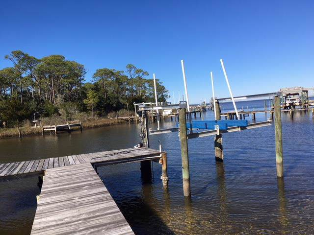 527 W Sawyer St, ST. GEORGE ISLAND, FL 32328 (MLS #303752) :: Coastal Realty Group
