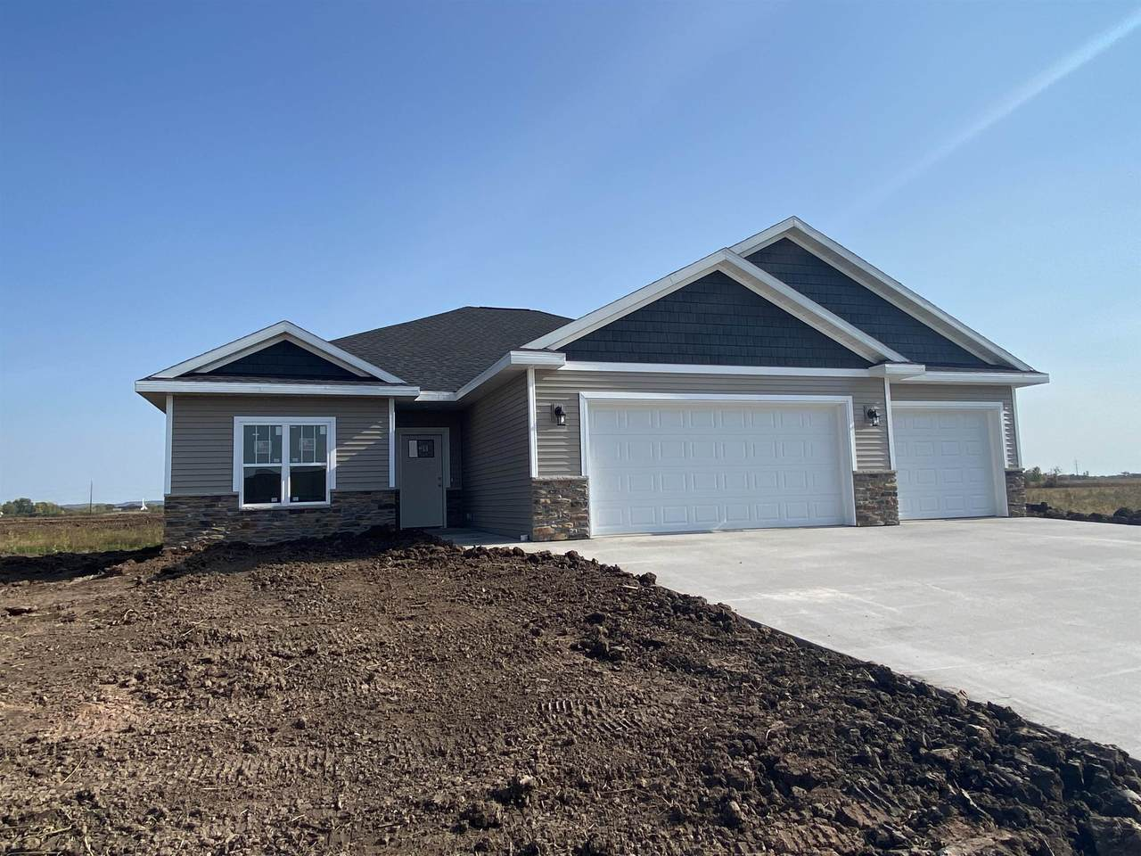 2529 Tipperary Trail - Photo 1