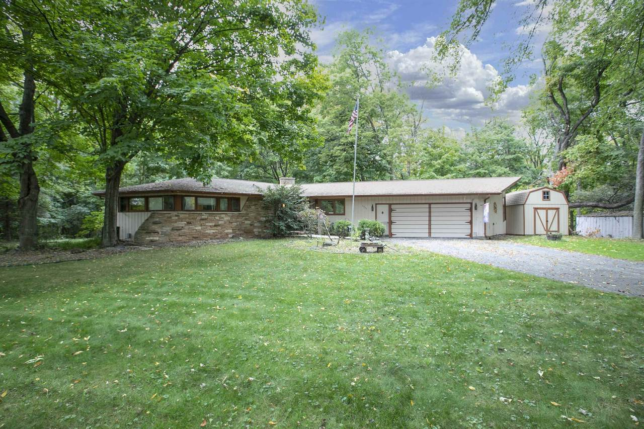 W6439 Lakeview Court - Photo 1