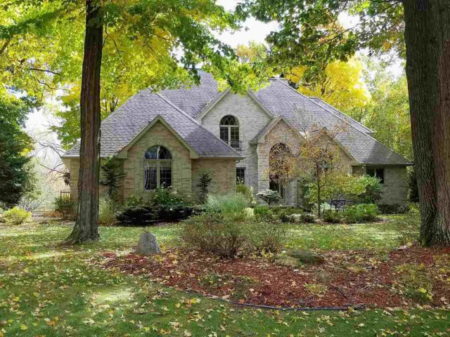 3004 River Forest Hills Drive, Pulaski, WI 54162 (#50185185) :: Dallaire Realty