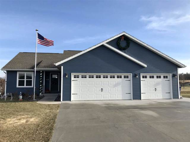 W8028 Randallwood Lane, Fond Du Lac, WI 54937 (#50215323) :: Todd Wiese Homeselling System, Inc.
