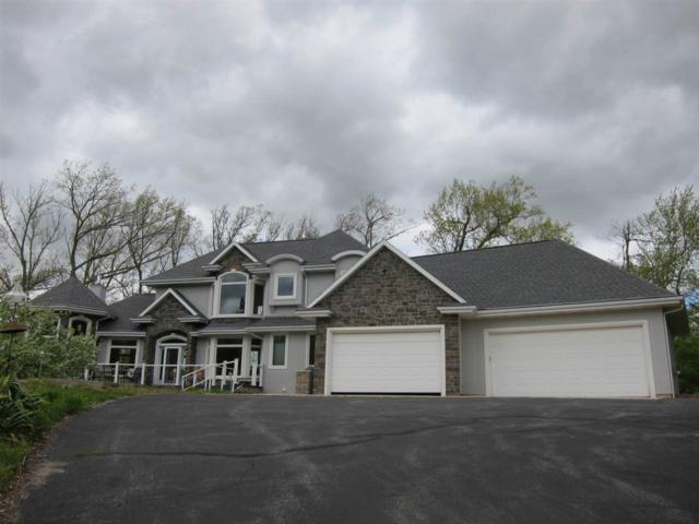2462 Amos Mary Court, De Pere, WI 54115 (#50202312) :: Dallaire Realty