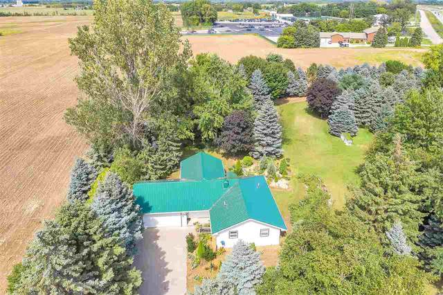 2894 Golden Glow Road, De Pere, WI 54115 (#50229311) :: Todd Wiese Homeselling System, Inc.