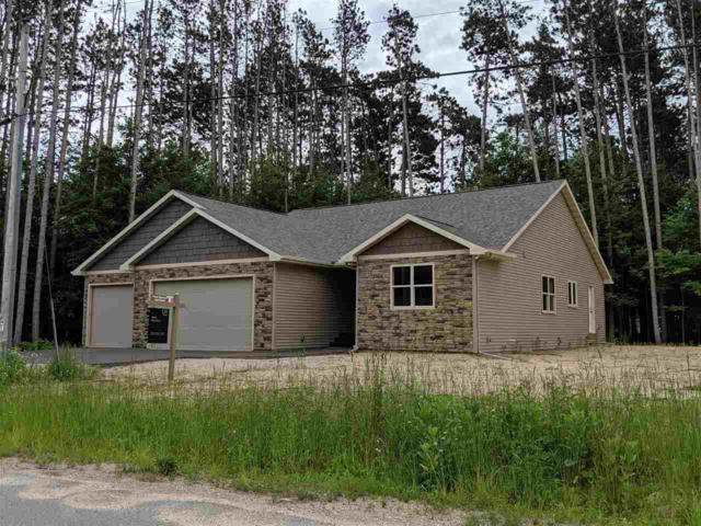 E2581 Pine Court, Waupaca, WI 54981 (#50200717) :: Dallaire Realty