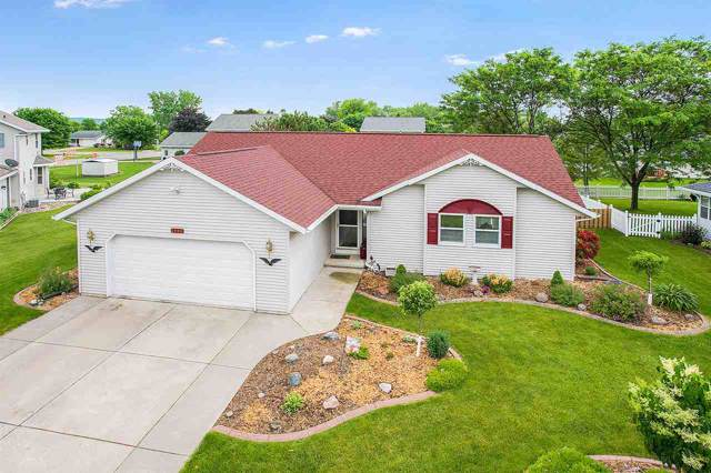 1990 Pike Lane, De Pere, WI 54115 (#50205661) :: Todd Wiese Homeselling System, Inc.