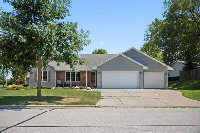 423 Meadow Wind, Green Bay, WI 54311 (#50168417) :: Dallaire Realty