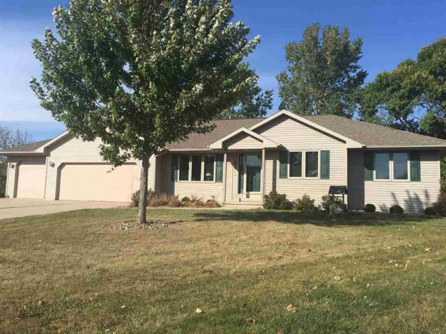 2035 Meadow Links Drive, New Franken, WI 54229 (#50172401) :: Todd Wiese Homeselling System, Inc.