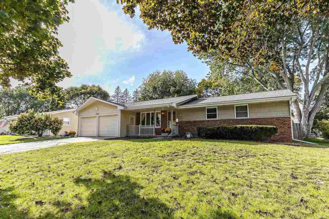 2348 Dew Lane, Green Bay, WI 54313 (#50173164) :: Todd Wiese Homeselling System, Inc.