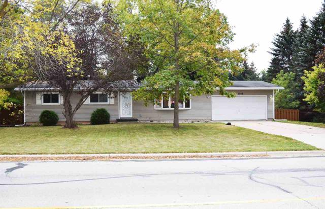 2566 Greenbrier Road, Green Bay, WI 54311 (#50173309) :: Todd Wiese Homeselling System, Inc.