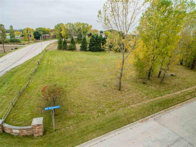 Bay Settlement Court, Green Bay, WI 54311 (#50173310) :: Todd Wiese Homeselling System, Inc.