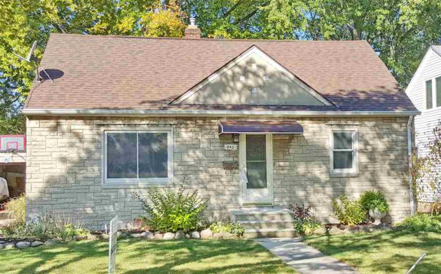 842 Redwood Drive, Green Bay, WI 54304 (#50173392) :: Todd Wiese Homeselling System, Inc.