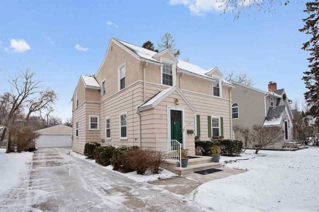 820 Allouez Terrace, Green Bay, WI 54301 (#50175604) :: Todd Wiese Homeselling System, Inc.