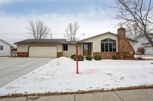 725 W 4TH Street, Kimberly, WI 54136 (#50178104) :: Dallaire Realty