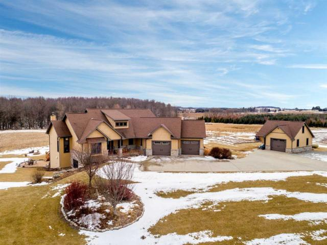 W7083 Center Valley Road, Shiocton, WI 54170 (#50178181) :: Dallaire Realty