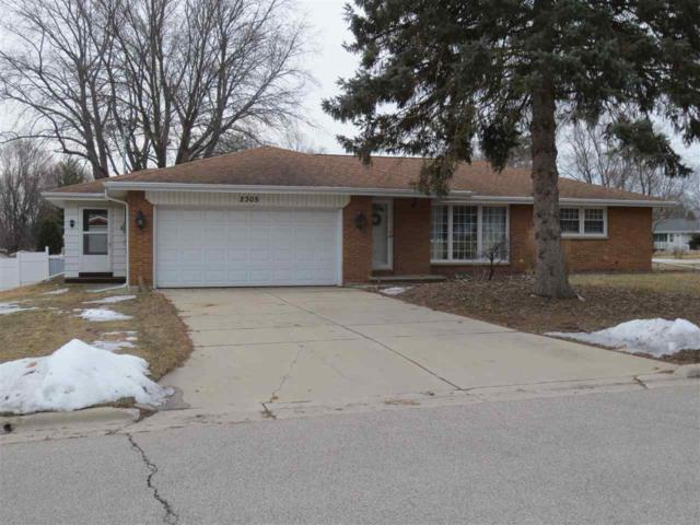 2305 Dorn Drive, Green Bay, WI 54313 (#50178662) :: Todd Wiese Homeselling System, Inc.