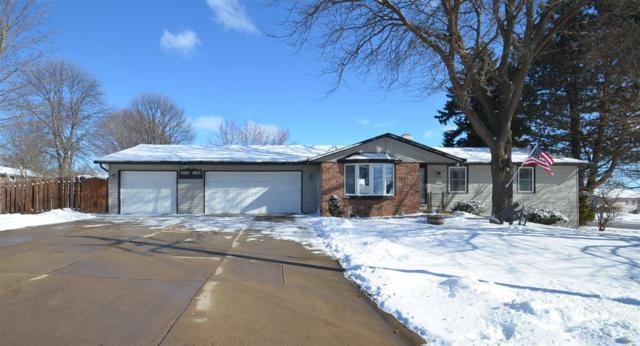 1080 Circle Drive, Green Bay, WI 54313 (#50178825) :: Todd Wiese Homeselling System, Inc.