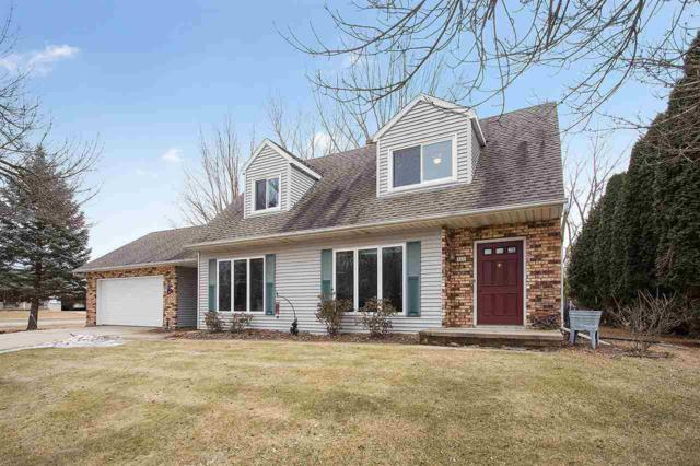 111 Bentwood Drive, Brillion, WI 54110 (#50178889) :: Dallaire Realty