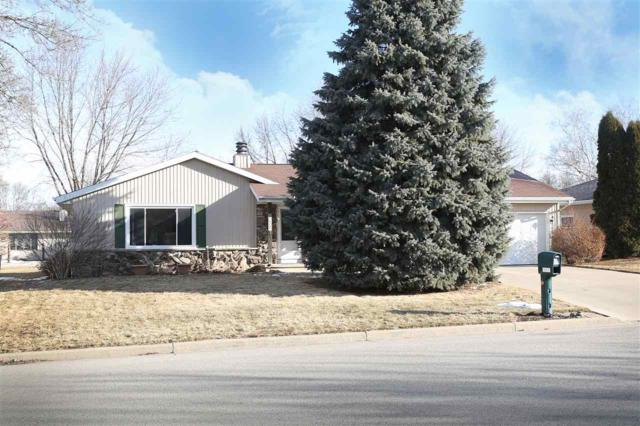 2122 W Harvest Drive, Appleton, WI 54914 (#50179175) :: Todd Wiese Homeselling System, Inc.
