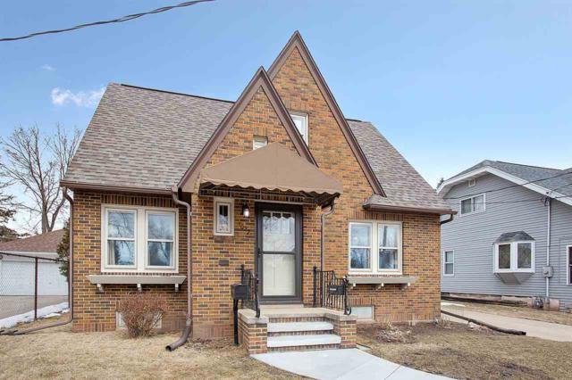 1022 W Summer Street, Appleton, WI 54914 (#50179177) :: Todd Wiese Homeselling System, Inc.