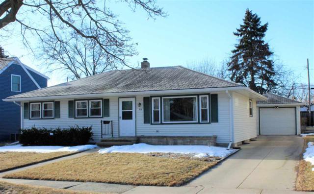 919 W Parkway Boulevard, Appleton, WI 54914 (#50179290) :: Todd Wiese Homeselling System, Inc.