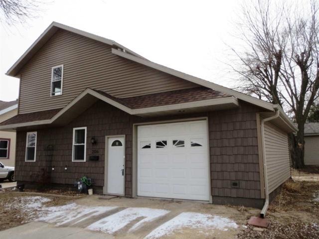 206 E Spring Street, New London, WI 54961 (#50180222) :: Dallaire Realty