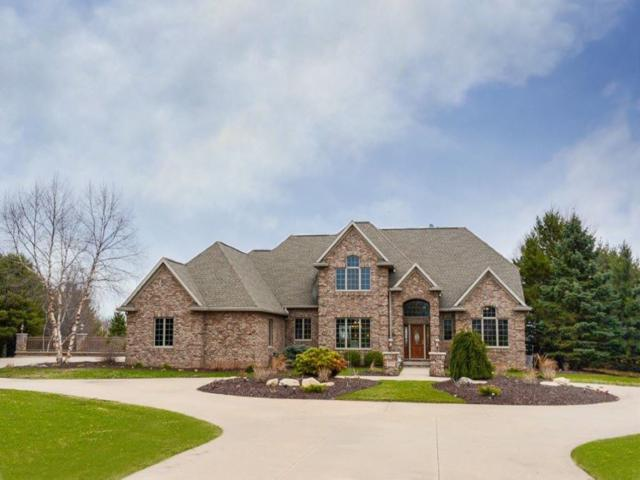 8224 Golf Course Drive, Neenah, WI 54956 (#50180505) :: Dallaire Realty