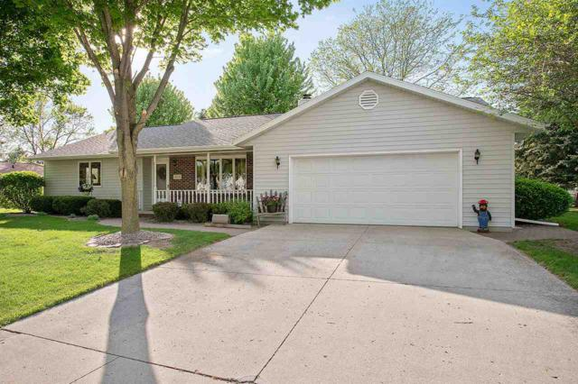 404 Bentwood Drive, Brillion, WI 54110 (#50184157) :: Symes Realty, LLC