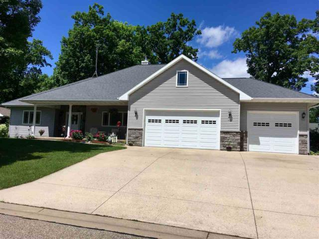710 Sunset Drive, Waupaca, WI 54981 (#50185068) :: Symes Realty, LLC
