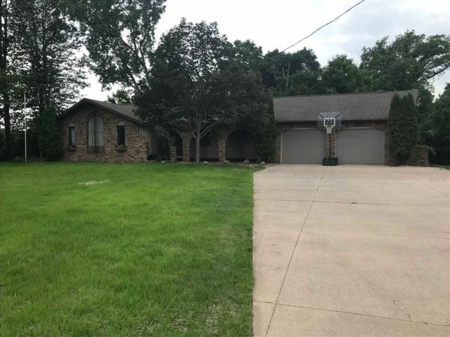 104 Edgewood Lane, Combined Locks, WI 54113 (#50185374) :: Dallaire Realty