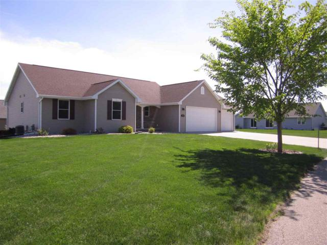W7019 Angel Hill Drive, Greenville, WI 54942 (#50185437) :: Dallaire Realty