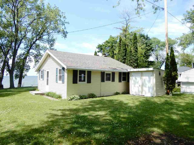 119 Sun N Surf Drive, Luxemburg, WI 54217 (#50186306) :: Dallaire Realty