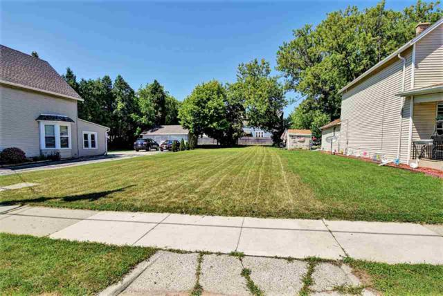 Chicago Street, Manitowoc, WI 54220 (#50186693) :: Dallaire Realty