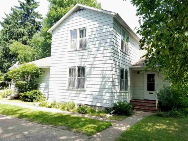 806 10TH Street, Waupaca, WI 54981 (#50186981) :: Todd Wiese Homeselling System, Inc.