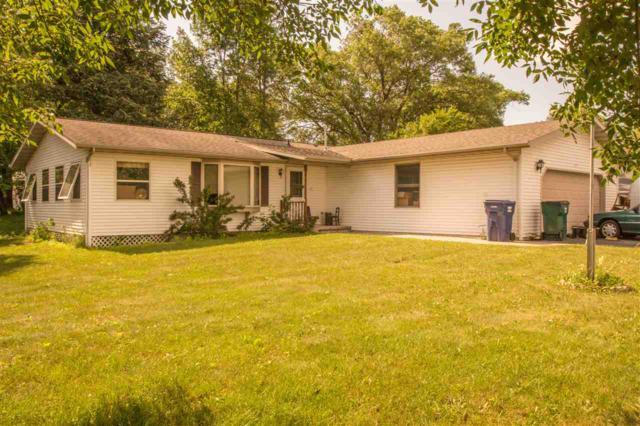 717 Leighton Road, Waupaca, WI 54981 (#50186987) :: Todd Wiese Homeselling System, Inc.