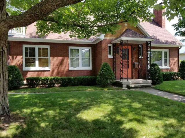 703 Lake Street, Waupaca, WI 54981 (#50187192) :: Todd Wiese Homeselling System, Inc.