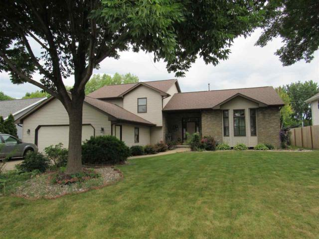 1360 W Seneca Drive, Appleton, WI 54914 (#50187461) :: Todd Wiese Homeselling System, Inc.