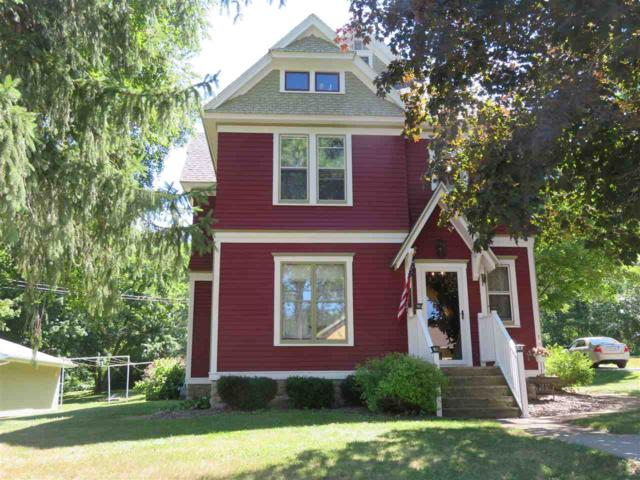 910 S Webster Avenue, Omro, WI 54963 (#50187771) :: Todd Wiese Homeselling System, Inc.